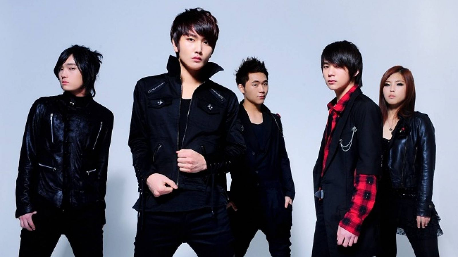 Interview avec le groupe de rock AXIZ © AXIZ