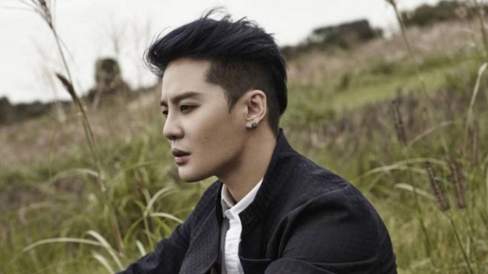 Kim Junsu fará comeback em março © JYJ Magazine Vol 4
