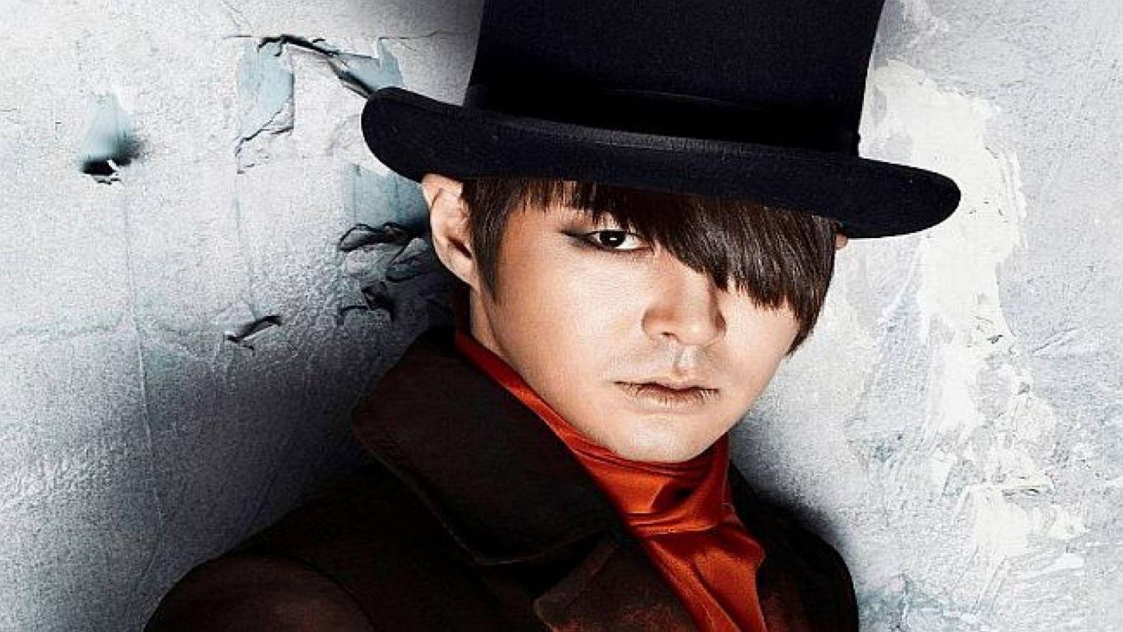 Jun Jin faz comeback a sua carreira solo © SHINHWA Official Facebook page